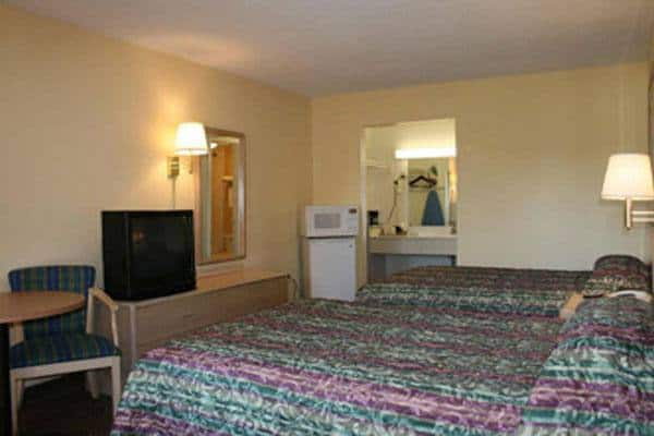 Travelodge Inn & Suites in Jacksonville, FL