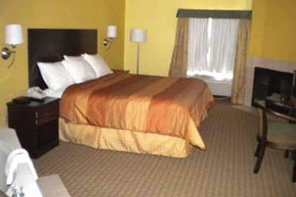 Days Inn & Suites in Gatlinburg, TN